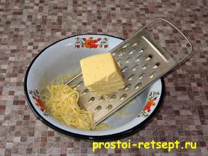 Салат с курицей и сыром: натереть сыр