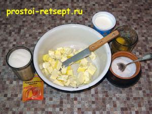 тертый пирог: маргарин растопить и добавить сахар и сметану