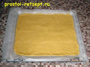 тертый пирог: разминаем тесто по противню
