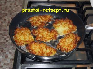 рецепт картофельных драников: перевернуть и жарить ещё 4-5 минут