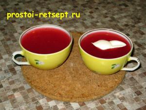 Кисель из клюквы хорошо подавать со сметаной или сливками