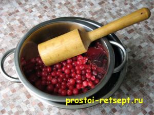 Кисель из клюквы: клюкву вымыть и отжать сок