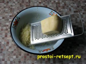 Куриные шарики в сливочном соусе: сыр натереть на мелкой терке