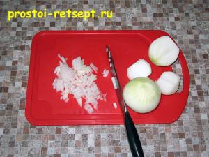 рецепт тефтелей: лук мелко нарезать