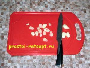 рецепт тефтелей: чеснок нарезать пластинками