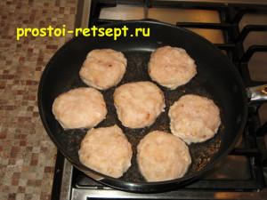 рецепт тефтелей: лепим тефтели и выкладываем в сковороду