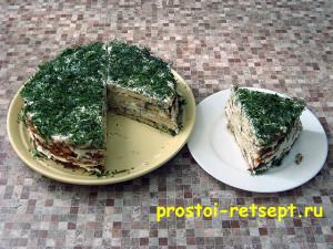 кабачковый торт из коржей с сырным кремом выглядит аппетитно