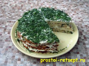 кабачковый торт: посыпать мелко нарезанной зеленью