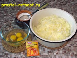 кабачковый торт: добавить соль и яйца
