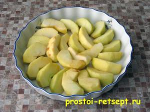 печеные яблоки в микроволновке укладываем в форму в 1 слой