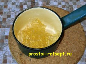 торт с вишней: желатин отжать и растопить