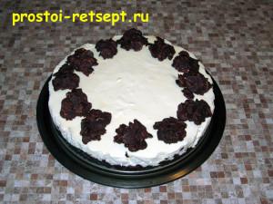 торт с вишней: украсить торт шоколадными горками