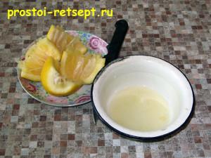 торт с вишней: отжимаем сок из лимона