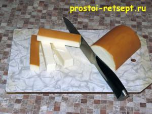 Куриные рулетики с беконом и копчёным сыром: сыр нарезать брусочками