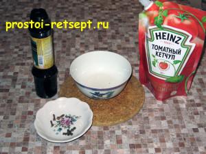 Куриные рулетики с беконом и копчёным сыром: приготовить соус