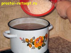 харчо из говядины: рис промыть и добавить в кастрюлю