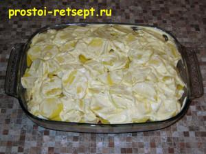 рыба с картошкой в духовке: смазать майонезом