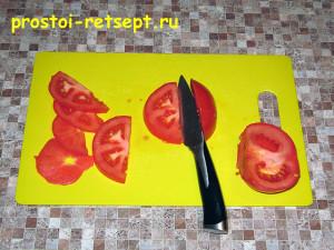 рыба с картошкой в духовке: помидоры нарезать тонкими кружочками
