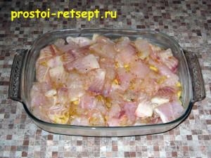 рыба с картошкой в духовке: выложить слой рыбы