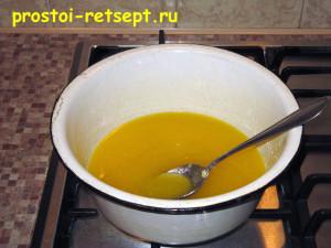 сладкая колбаса: сахар растереть с маслом