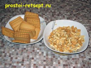 сладкая колбаса: печенье разломать на мелкие кусочки