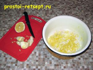 апельсиновый пирог: отжать сок из лимона