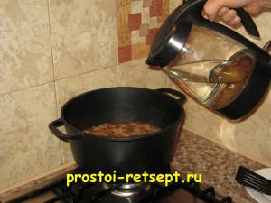 Плов из говядины: влить 1 литр кипятка