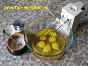тортилья: яйца взбить с солью и перцем