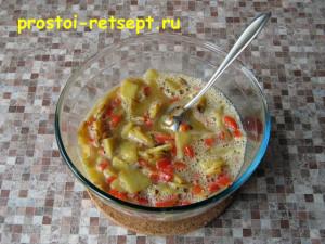 тортилья: смешать овощи с яйцами