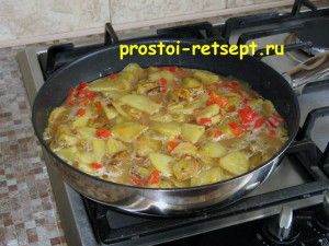 тортилья: выложить смесь в сковороду
