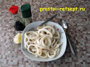 как приготовить кальмара: добавить лимонный сок и соевый соус