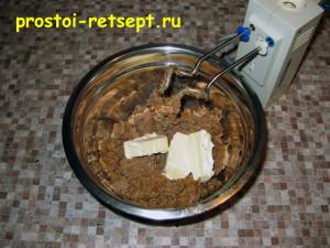 Паштет из куриной печени: смешать со сливочным маслом