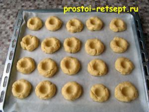 рождественское печенье: сформировать печенье и выложить на противень