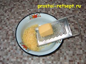Сырный пирог: сыр натереть на мелкой терке