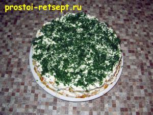 Сырный пирог: посыпать нарезанной зеленью