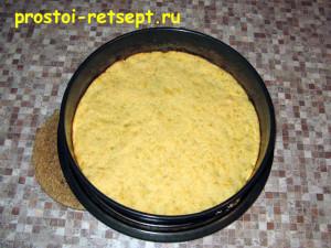 Сырный пирог: испечь 5 коржей