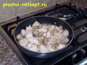 Курица в сливочном соусе: обжаривать 10 минут