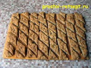 ореховое печенье: разрезать горячим