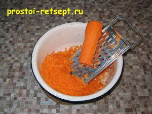 Тефтели в сметанном соусе: морковь натереть на крупной терке