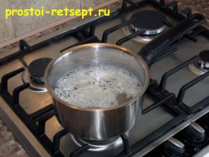 Салат с курицей и сыром: замариновать лук
