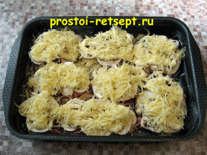 Свинина с грибами: посыпать сыром и в духовку