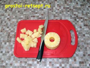 Творожное желе: ананас нарезать кусочками