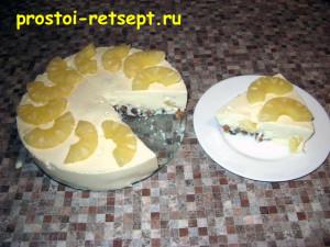 Творожное желе украшено ананасом