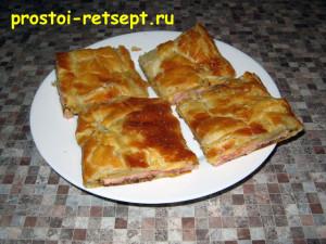 Быстрый пирог с ветчиной и сыром готов