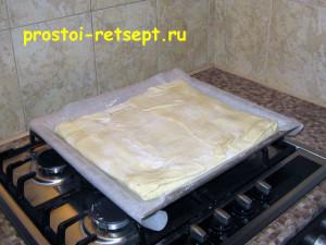 Быстрый пирог: накрыть вторым листом теста