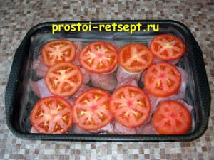 Филе индейки в духовке: накрыть кружком помидора
