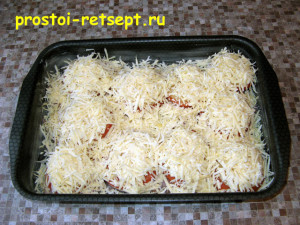 Филе индейки в духовке: посыпать тертым сыром