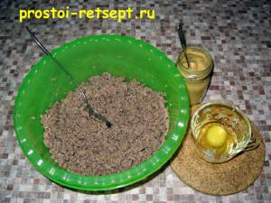 Мясной рулет: добавить в фарш яйцо и горчицу
