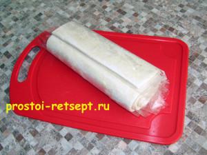 Мясной рулет: разморозить тесто