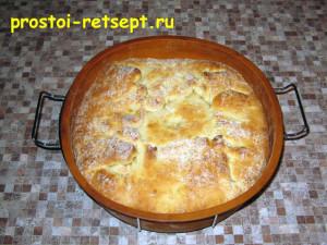 Рыбный пирог из консервов: выпекать 25-30 минут